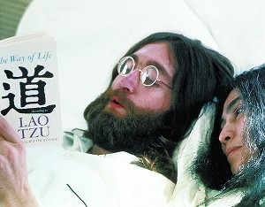 lennon_reading_300